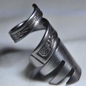 füstös villa, csavart fém gyűrű (GY203), Ékszer, Fonódó gyűrű, Gyűrű, Ékszerkészítés, Fémmegmunkálás, Meska
