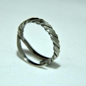 Elegáns csavart karikagyűrű (GY216), Ékszer, Gyűrű, Kerek gyűrű, Ékszerkészítés, Fémmegmunkálás, Meska