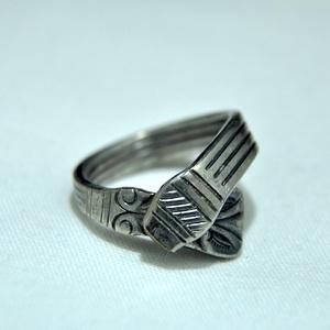 Ölelő karikagyűrű (GY225), Ékszer, Gyűrű, Figurális gyűrű, Fémmegmunkálás, Ékszerkészítés, Meska