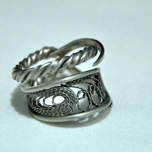 Páratlan csavart gyűrű (GY219), Ékszer, Gyűrű, Kerek gyűrű, Ékszerkészítés, Fémmegmunkálás, Antik eszközből készült, gyönyörű csavart gyűrű egyedi megjelenéssel és fényezéssel. \n\nBelső átmérőj..., Meska