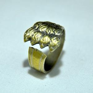 Páratlan csavart gyűrű (GY229), Ékszer, Gyűrű, Kerek gyűrű, Ékszerkészítés, Fémmegmunkálás, Antik eszközből készült, gyönyörű  egyedi mintás fém gyűrű egyedi rezes színezéssel. \n\nBelső átmérőj..., Meska