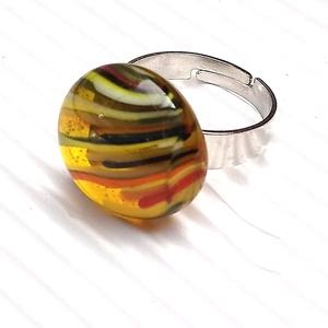 Ékszerüvegből készült gyűrű, Szoliter gyűrű, Gyűrű, Ékszer, Üvegművészet,  Bullseye ékszerüvegből készítettem a gyűrűmedált olvasztásos technikával. A medál átmérője 1,8 cm. ..., Meska