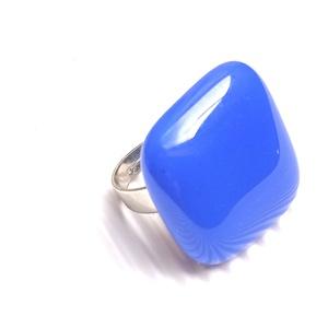 Ékszerüvegből készült gyűrű, Szoliter gyűrű, Gyűrű, Ékszer, Üvegművészet,  Bullseye ékszerüvegből készítettem a gyűrűmedált olvasztásos technikával. A medál mérete 2, 5cm x  ..., Meska
