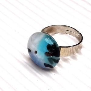 Ékszerüvegből készült gyűrű, Szoliter gyűrű, Gyűrű, Ékszer, Üvegművészet,  Bullseye ékszerüvegből készítettem a gyűrűmedált olvasztásos technikával. A medál átmérője 1,7 cm. ..., Meska