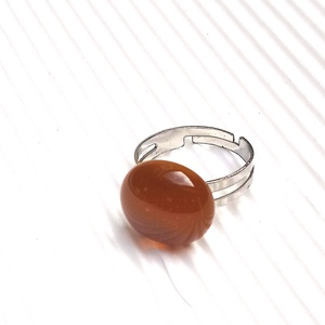 Ékszerüvegből készült gyűrű, Szoliter gyűrű, Gyűrű, Ékszer, Üvegművészet,  Bullseye ékszerüvegből készítettem a gyűrűmedált olvasztásos technikával. A medál átmérője 1,5 cm. ..., Meska