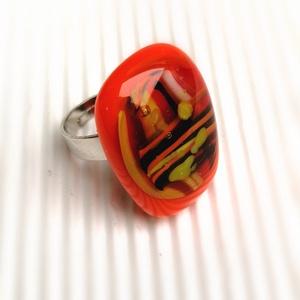 Ékszerüvegből készült gyűrű, Statement gyűrű, Gyűrű, Ékszer, Üvegművészet, Bullseye ékszerüveg felhasználásával készítettem a gyűrűmedált olvasztásos technikával. A medál mére..., Meska