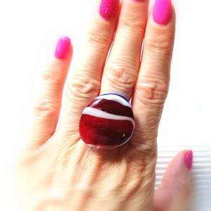 Ékszerüvegből készült gyűrű, Statement gyűrű, Gyűrű, Ékszer, Üvegművészet,  Bullseye ékszerüvegből készítettem a gyűrűmedált olvasztásos technikával. A medál mérete 2,1cm x  2..., Meska