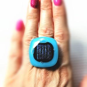 A tenger szeme - Ékszerüvegből készült gyűrű, Statement gyűrű, Gyűrű, Ékszer, Üvegművészet,  Bullseye ékszerüvegből készítettem a gyűrűmedált olvasztásos technikával. A medál mérete 3 cm x  3 ..., Meska