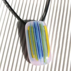 Ékszerüvegből készült nyaklánc, Ékszer, Medálos nyaklánc, Nyaklánc, Ékszerüvegből, olvasztásos technikával készítettem ezt az üde színösszeállítású medált. Igazán extra..., Meska