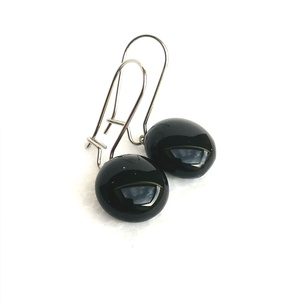Egyszerű fekete - ékszerüvegből készült fülbevaló orvosi fémmel , Ékszer, Fülbevaló, Lógó fülbevaló, Ékszerkészítés, Üvegművészet, Ékszerüvegből készült  fülbevaló, orvosi fémmel szerelve, így nem allergizál, kislányoknak is bátran..., Meska