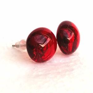 Ékszerüvegből készült fülbevaló orvosi fémmel, Ékszer, Fülbevaló, Pötty fülbevaló, Ékszerkészítés, Üvegművészet, Ékszerüvegből készült bedugós, piros fülbevaló, orvosi fémmel szerelve, így nem allergizál. A fülime..., Meska