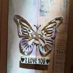 I LOVE YOU  - PILLANGÓS  - 1 db képeslap, Otthon & Lakás, Papír írószer, Képeslap & Levélpapír, Papírművészet, 1 db, 10,5*15 cm egyedi, saját készítésű kézműves képeslap, 1 db borítékkal.\nA kihajtható képeslapra..., Meska