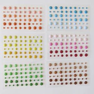 Akrilgyöngy különféle színekben , Gyöngy, ékszerkellék, Flitter, strassz, Papírművészet, Mozaik, \nEladó akrilgyöngy különféle színekben.  \n\nMindegyik színből 4 lap maradt. \n1 levélen 54 db kisebb é..., Meska
