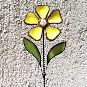Tiffany sárga margaréta olvasztott szirmokkal, Otthon & lakás, Dekoráció, Dísz, Ünnepi dekoráció, Anyák napja, Húsvéti díszek, Üvegművészet, Tiffany technikával készített díszüveg 3D virág, a szirmok fusing technikával olvasztottak minőségi ..., Meska