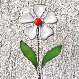 Tiffany fehér margaréta olvasztott szirmokkal, Otthon & lakás, Dekoráció, Dísz, Ünnepi dekoráció, Anyák napja, Húsvéti díszek, Üvegművészet, Tiffany technikával készített díszüveg 3D virág, a szirmok fusing technikával olvasztottak minőségi ..., Meska