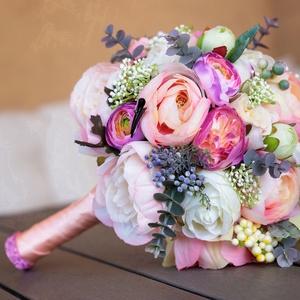 Exkluzív menyasszonyi csokor boglárkából, Esküvő, Menyasszonyi- és dobócsokor, Menyasszonyi- és dobócsokor, Virágkötés, Gyönyörűséges művirág csokor prémium minőségű selyemvirágokból. A 20 cm átmérőjű, tömör csokor külön..., Meska