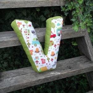 Betűpárna, textil betű szivaccsal tömött 30cm magas V betű (OdorsHome) - Meska.hu