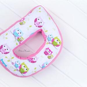 D betűpárna, fotózási kellék, babafotózás, formapárna, babaszoba dekor, díszpárna, rózsaszín bagoly, gyerekfotózás, Játék & Gyerek, Babalátogató ajándékcsomag, Varrás, Kedves, ölelni való formapárnát készítettünk a gyerkőcök számára. Szuper ajándékötlet akkor is ha ba..., Meska