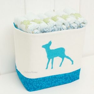 Textil tároló, hímzett őzike mintával, kék indamintás textillel, Gyerek & játék, Otthon & lakás, Gyerekszoba, Tárolóeszköz - gyerekszobába, Lakberendezés, Textil tárolóink kifejezetten gyerekszobába készülnek, kedves hímzett minták díszítik az elejüket. A..., Meska