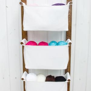 LEN kollekció Fali tároló hófehér textil zsákokkal - gyerekszobai tároló, előszobai tároló - svéd design, unisex tároló, Fali tároló, Tárolás & Rendszerezés, Otthon & Lakás, Famegmunkálás, Varrás, Letisztult skandináv design, praktikus tároló, mellyel helyet szabadíthatsz fel a földön. \nSzereld a..., Meska