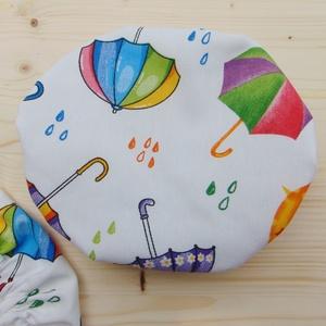 Mosható textil edényfedő 20 cm átmérőjű edényre/ textil tányérfedő, ételsapka, alufólia és folpack helyettesítő , Otthon & Lakás, Konyhafelszerelés, Edényfogó & Edényfedő, Varrás, Mosható textil ételfedő/ edényfedő. Fehér alapon színes esernyő mintás.\n\nA gumírozás miatt ezek az t..., Meska