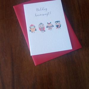 Aranyos baglyos karácsonyi képeslap, üdvözlőlap, Karácsonyi képeslap, Karácsony & Mikulás, Otthon & Lakás, Fotó, grafika, rajz, illusztráció, Papírművészet, Aranyos bagolycsapat karácsonyi képeslapon.\n\nA képeslap mérete B/6, és a boríték hozzátartozik.\n\nA k..., Meska
