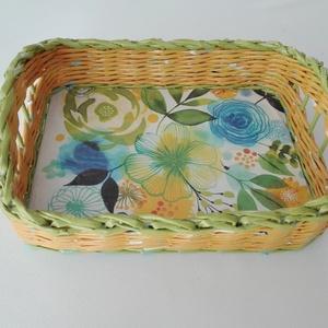 Papírból font kosárka vidám, tavaszi színekből, Lakberendezés, Otthon & lakás, Tárolóeszköz, Kosár, Kaspó, virágtartó, váza, korsó, cserép, Papírművészet, Újrahasznosított alapanyagból készült termékek, Ez a vidám kosárka használható tálcaként, vagy bármilyen apró tárgy tárolására. Újságpapírból tekert..., Meska