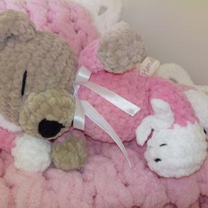 Babaváró ajándék - alvó maci, Gyerek & játék, Baba-mama kellék, Gyerekszoba, Falvédő, takaró, Horgolás, Himalaya Dolphin Baby pihe-puha plüss Oeko-Tex fonalból horgoltam ezt a macit. 27 cm magas, pont alv..., Meska