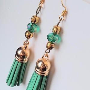Zöld rojtos fülbevaló, Ékszer, Fülbevaló, Ékszerkészítés, A fülbevalót zöld színű műbőr bojtból (mozgó elemként), zöld áttetsző abacus gyöngyből, és mintás ar..., Meska