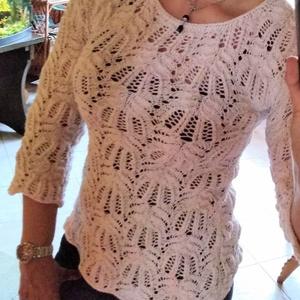 Tavaszi kötött csipke pulóver, Táska, Divat & Szépség, Női ruha, Ruha, divat, Póló, felsőrész, Blúz, Kötés, A tavaszi csipke pulcsi törtfehér színű, Alize tweed fonalból készült. Apró színes (piros-kék-zöld-s..., Meska