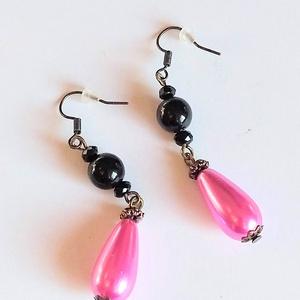 Rózsaszín csepp Ónix ásványköves fülbevaló, Ékszer, Fülbevaló, Ékszerkészítés, A fülbevalót egy igen feltűnő, mozgó (pink) rózsaszínű, csepp alakú teklagyöngyből, egy fekete ónix ..., Meska