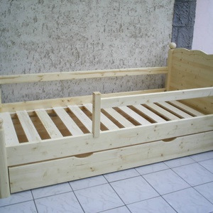 Fenyő ágy leesésgátlóval, ágyneműtartóval., Ágy, Bútor, Otthon & Lakás, Famegmunkálás, Fenyő ágy leesésgátlóval, ágyneműtartóval.\n\nEgyedi elképzelés alapján is gyártunk ágyat.\n\nÁgyat csak..., Meska