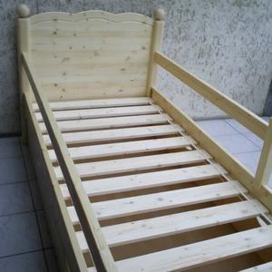 Fenyő ágy leesésgátlóval, ágyneműtartóval. (kulonlegesvasak) - Meska.hu