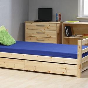 Fenyő ágy, 2db gurulós ágyneműtartóval., Bútor, Otthon & lakás, Ágy, Famegmunkálás, Fenyő ágy, 2db gurulós ágyneműtartóval.\n\nEgyedi elképzelés alapján is gyártunk ágyat.\n\nÁgyat csak me..., Meska