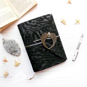 ' Angyalom ' Napló / Journal, Otthon & lakás, Naptár, képeslap, album, Jegyzetfüzet, napló, Bőrművesség, Könyvkötés, Ez a gyönyörű napló csak arra vár, hogy megtöltsd a gondolataiddal!  Az Angyalszárny dísz kristályo..., Meska