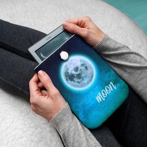 """HOLD 6\"""" -  Textil Kindle / E-book tok, Táska, Táska, Divat & Szépség, Pénztárca, tok, tárca, Varrás, \"""" Célozd meg a Holdat! Még ha elhibázod is, a Csillagok közt landolsz. \""""\n\n°°°°°°°°°°°°°°°°°°°°°°°°°°..., Meska"""