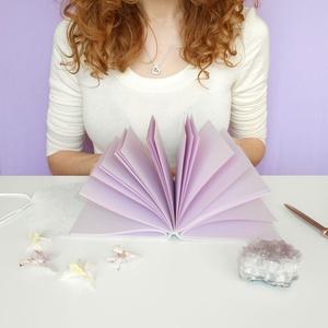 \' Sparkling Purple \' Bőr Napló A6, Otthon & lakás, Naptár, képeslap, album, Jegyzetfüzet, napló, Bőrművesség, Könyvkötés, ***** Készletkisöprés! *****\n\nA *** KIÁRUSÍTÁS! AKCIÓ - Csapj le rá gyorsan! *** polcomon található ..., Meska