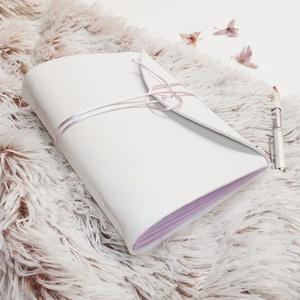\' DREAM JOURNAL \' Műbőr Álom Napló A5 - Lila, Otthon & Lakás, Papír írószer, Jegyzetfüzet & Napló, Bőrművesség, Könyvkötés, Pihe-puha, kézbe simuló, gyönyörű színekben pompázó napló Lányoknak, Nőknek!\n\nNagyszerű érzés írni b..., Meska