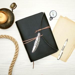 \' Indiana Jones \' Antik Tollas Műbőr Napló A5, Jegyzetfüzet & Napló, Papír írószer, Otthon & Lakás, Bőrművesség, Könyvkötés, Antik stílust kedvelőknek! \n\nNőknek és Férfiaknak egyaránt ajánlom! \n\n°°°°°°°°°°°°°°°°°°°°°°°°°°°°°°..., Meska