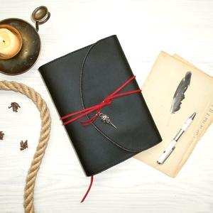 \' ODIN \' Hollófejes Műbőr Napló - VALKNUT Viking szimbólummal, Otthon & Lakás, Papír írószer, Jegyzetfüzet & Napló, Bőrművesség, Könyvkötés, Garantálom, hogy imádni fogsz írni ebbe a naplóba!\n\nA naplón ODIN egyik hollójának koponyája, valami..., Meska