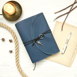 \' ODIN \' Hematit - Hollófejes Műbőr Napló - VALKNUT Viking szimbólummal, Otthon & Lakás, Papír írószer, Jegyzetfüzet & Napló, Bőrművesség, Könyvkötés, Garantálom, hogy imádni fogsz írni ebbe a naplóba!\n\nA naplón ODIN egyik hollójának koponyája, valami..., Meska