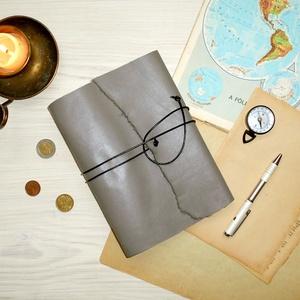 \' Viking \' Antik VALÓDI BŐR Napló A5 - Szimbólummal - Égetett első lappal, Otthon & Lakás, Papír írószer, Jegyzetfüzet & Napló, Bőrművesség, Könyvkötés, Antik stílust kedvelőknek!\n\nAz első oldalon egy Viking jelképpel:\n- neve Vegvisir - Viking Iránytű -..., Meska