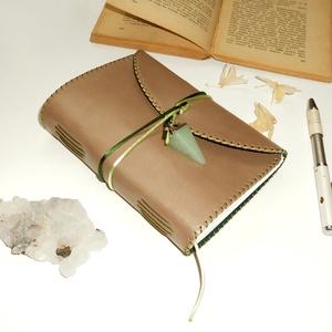 \' VARÁZSERDŐ \' Aventurin - VALÓDI BŐR Napló A6, Otthon & Lakás, Papír írószer, Jegyzetfüzet & Napló, Bőrművesség, Könyvkötés, Garantálom, hogy imádni fogsz írni ebbe a naplóba!\n\nPuha, illatos bőr öleli körbe a ropogós papírlap..., Meska