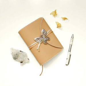 ' Pillangó ' Műbőr Napló / Journal A6 - Bézs, Otthon & Lakás, Papír írószer, Jegyzetfüzet & Napló, Bőrművesség, Könyvkötés, Meska