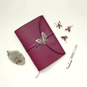 ' Pillangó ' Műbőr Napló / Journal A5 - Mályva, Otthon & Lakás, Papír írószer, Jegyzetfüzet & Napló, Bőrművesség, Könyvkötés, Meska