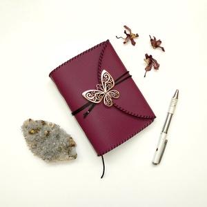 ' Pillangó ' Műbőr Napló / Journal A6 - Mályva, Otthon & Lakás, Papír írószer, Jegyzetfüzet & Napló, Bőrművesség, Könyvkötés, Meska