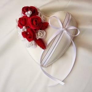 Vörös-fehér egyedi, kézműves gyűrűpárna esküvőre, Gyűrűtartó & Gyűrűpárna, Kiegészítők, Esküvő, Gyöngyfűzés, gyöngyhímzés, Virágkötés, Egyedi gyűrűpárnát keresel a nagy napra, amelyet az esküvő után is szívesen nézegettek majd a lakásb..., Meska