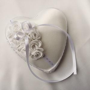 Egyedi, kézműves hófehér gyűrűpárna esküvőre (MiaDesign) - Meska.hu