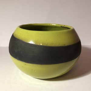 Fekete-zöld raku edényke, Otthon & Lakás, Egyedi raku edényke. Retro ihletéssel ☺️ A fekete színt a raku technika segítségével a korom alkotta..., Meska