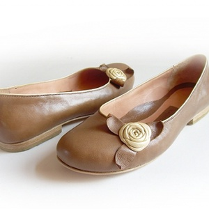 Rózsás, bőr balerinacipő (barna-ekrü) - 39-es méret (kwandera) - Meska.hu